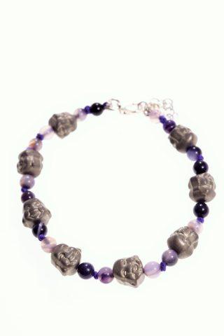 Bracciale viso Buddha, pietre dure viola, argento Bracciale color viola e bronzo, viso di Buddha di pirite, chiusura a moschettone in argento 925 fatto a mano.