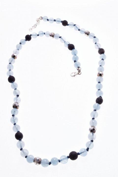 Girocollo azzurro e grigio, acquamarina, argento Girocollo color azzurro e grigio con acquamarina, corno di bufalo e argento