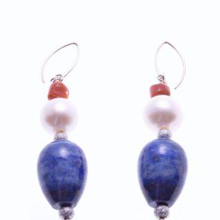 Orecchini perle, lapislazzuli, corallo, argento, goccia Orecchini a pompeiana in argento 925 con goccia di lapislazzuli, corallo, perla sferica.