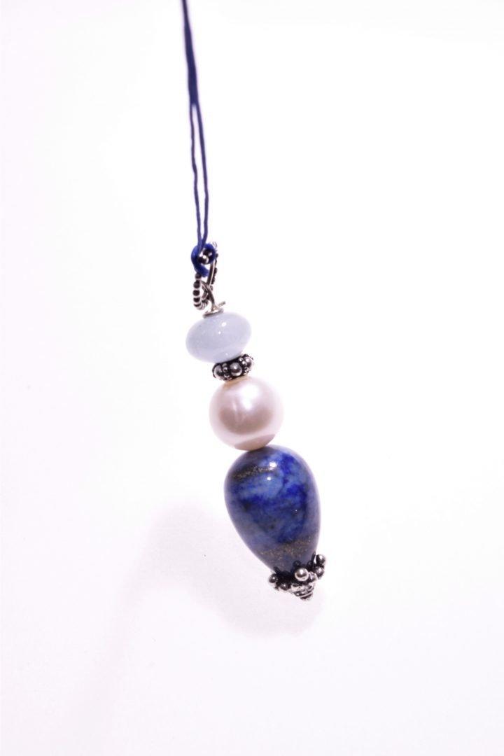 Ciondolo pietre dure blu, perla, acquamarina, argento, P.blu prezioso pendente con grande perla sferica di 11 mm. di diametro, goccia di lapislazzuli, inserti in argento anticato con decori floreali prodotti
