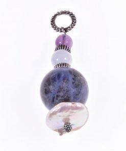 Ciondolo pietre dure, acquamarina, sodalite, argento P.blu Pendente in argento 925 con grande sfera di sodalite, acquamarina, ametistae perla a rondella.