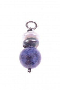 Pendente Profondo-blu, madreperla, sodalite, Ag. 925 Pendente in argento 925 con sfera di sodalite, perle a rondella colore grigio e madreperla, ematite