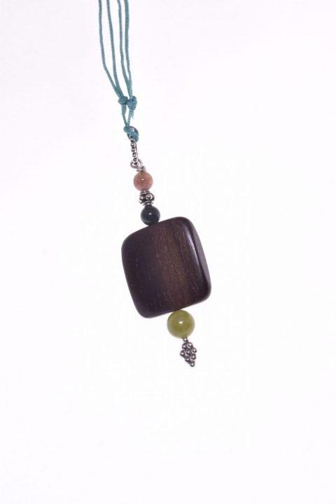 Ciondolo pietre dure, legno, agata, giada, Argento, Natural pendente con grande quadrato in legno e agata indiana e giada canadese verde, preziosi inserti in argento 925 con effetto anticato prodotti artigianalmente a Bali.