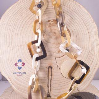 Collana Natural corno di bufalo chiaro, perle, lava, controluce