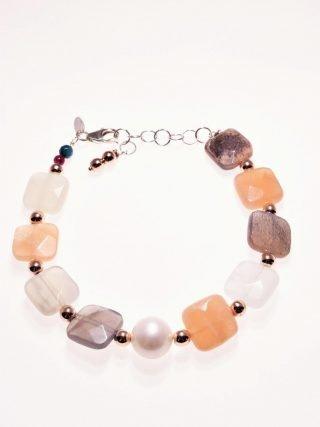 Bracciale perla, pietra di luna, ematite rosa, argento P.blu pietre dure Bracciale con pietra di luna a carrè sfaccettata, sfere di ematite rosè e  perla freshwater dm 11 AA