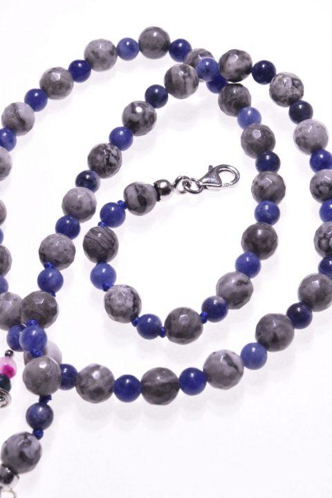 Girocollo pietre dure, agata fossile, sodalite, argento , girocollo grigio e azzurro, agata fossile colore grigio alternata a sodalite color blu intenso, chiusura ag.925 con catenina .
