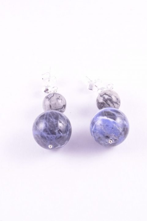 orecchini shadow, agata fossile, sodalite Ag. 925 agata fossile colore grigio alternata a sodalite color blu intenso, farfallina e perno in argento 925