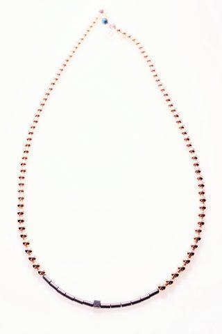 Girocollo rosa, ematite, cubo nero, argento, pietre dure