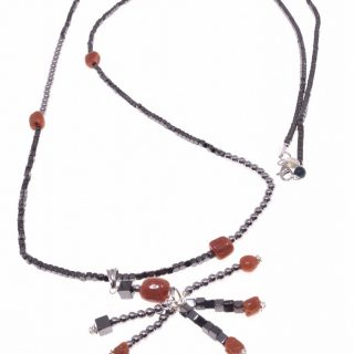 Collana lunga con ciondolo a ciuffo pietre dure, corallo, , ematite e corallo, Ag. 925 ciondolo