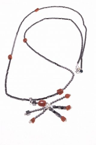 Collana longer, ematite e corallo, Ag. 925 ciondolo