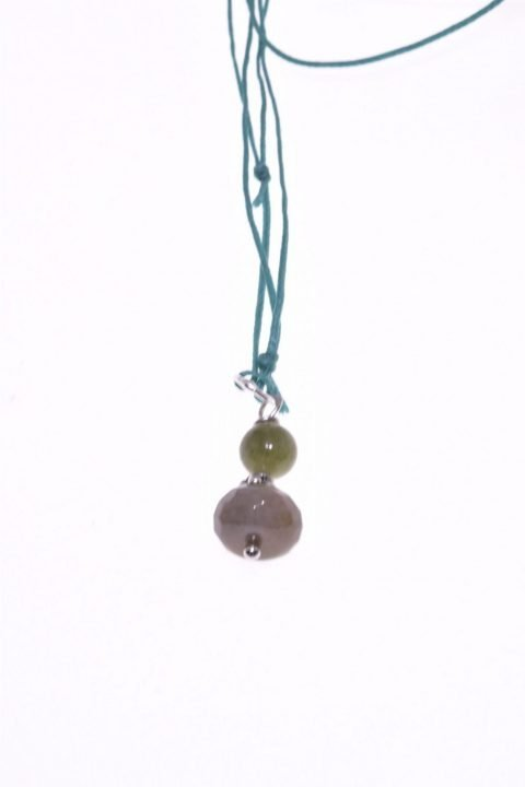 Ciondolo pietre dure, verde, giada, agata, argento, Milla Pendente di 3,00 cm. circa caratterizzato dal colore verde dell'agata indiana e della giada canadese, prezioso decoro in argento di produzione balinese.