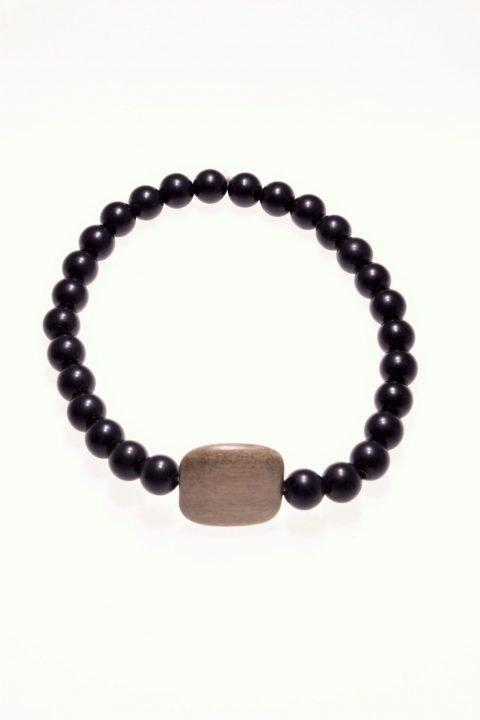 Bracciale pietre dure e legno, onice nero, elastico Bracciale con pietre dure caratterizzati dal filo elastico per facilitarne la vestibilità, originale centrale in legno di colore tortora,
