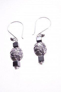 Orecchini pendenti argento con fiori, cubi ematite