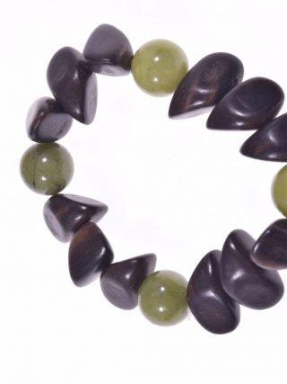 Bracciale legno scuro e giada canadese Linea Natural Collezione: bracciali-wood Bracciale elasticizzato giada verde canadese legno scuro irregolare