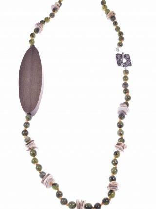 Collana giada verde, legno, argento anticato Linea Natural, Collana giada verde con grande inserto in legno, chiusura a fiore in argento anticato