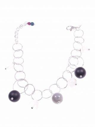 Bracciale anelli argento e pietre dure grigio nere collezione: Ziggy Bracciale, catena ad anelli in argento battuto con sfere pietre grigio e nere.