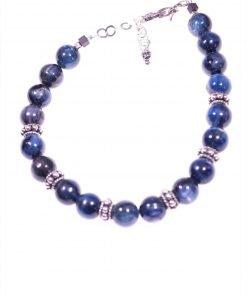 Bracciale blu, argento e cianite Linea Shadow Bracciale con sfere di cianite blu scuro e divisori in argento anticato, chiusura a moschettone.