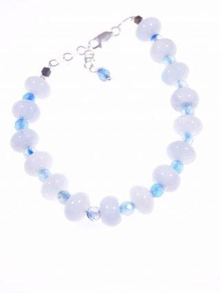 Bracciale acquamarina e agata, azzurra, argento Linea P.Blu collezione: Iridis Bracciale rondelle acquamarina e sfere sfaccettate agata azzurra, lunga 18+3 cm. chiusura argento