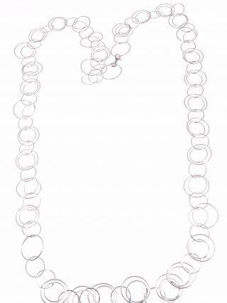 Collana lunga multi-cechi argento battuto Linea Argento collezione: Ziggy Lunga collana ad anelli in argento lucido battuto, indossabile anche a due giri.