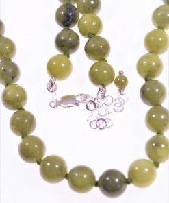 Girocollo donna giada canadese verde, argentoLinea Shadow   Collezione: basic-class Girocollo verde sfere 8 mm. giada canadese chiusura argento.