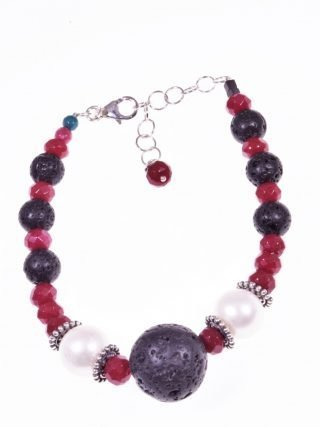 Bracciale perle rubellite lava, argento  Bracciale perle coltivate, giada rubellite, lava nera argento anticato.