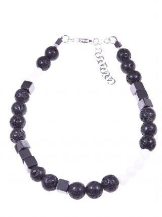 Bracciale lava, cubi e sfere, nero e bianco, argento Bracciale semi-rigido con cubi di ematite, sfere lava nera, agata bianca, chiusura argento