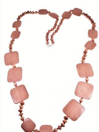 Collana in legno rosewood delle Filippine e argento Collana lunga 110 cm., legno rosa delle Filippine in diverse forme, chiusura a moschettone in argento.