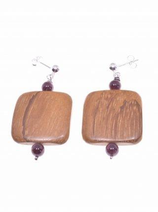 Orecchini argento, legno e granato, square. collezione: Square-wood orecchini con pallina e perno in argento, sfere granato e quadrato in legno Bayong.