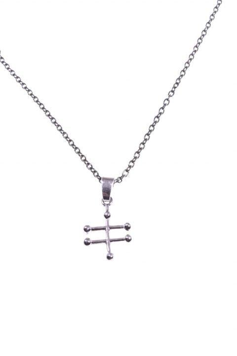 Collana con molecola etanolo argento nero Linea: ArgentoCollezione: Molecole Catenina ad anelli modello rolò in argento rutilato nero lunghezza 40 cm.