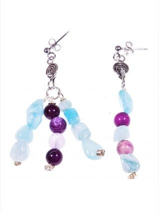 Orecchini disuguali, azzurro viola, argento Linea: ShadowCollezione: Up - down Orecchini pendentidisuguali, amazzonite e agata viola, argento anticato.