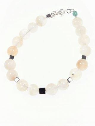 """Bracciale agata bianca, argento, potere: spirituale """"Magia delle pietre"""" Bracciale con sfere di agata bianca alternate a cubi di ematite naturale."""