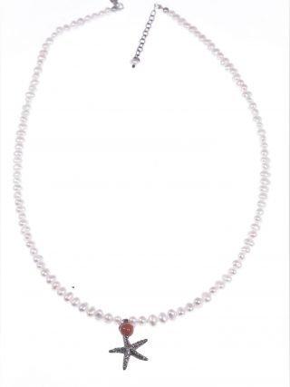 Girocollo perline con stella marina argento nero, perle coltivate a chicco di riso con sfera corallo del Mediterraneo e ciondolo stella marina argento nero.