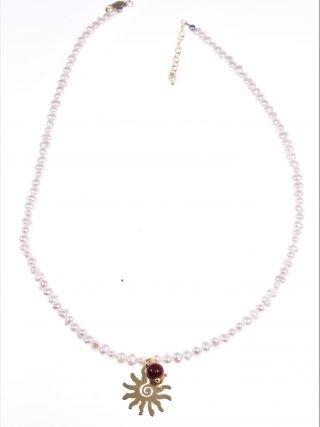 Girocollo perline con sole argento dorato perle coltivate a chicco di riso con sfera diaspro e ciondolo sole di argento placcato oro giallo.