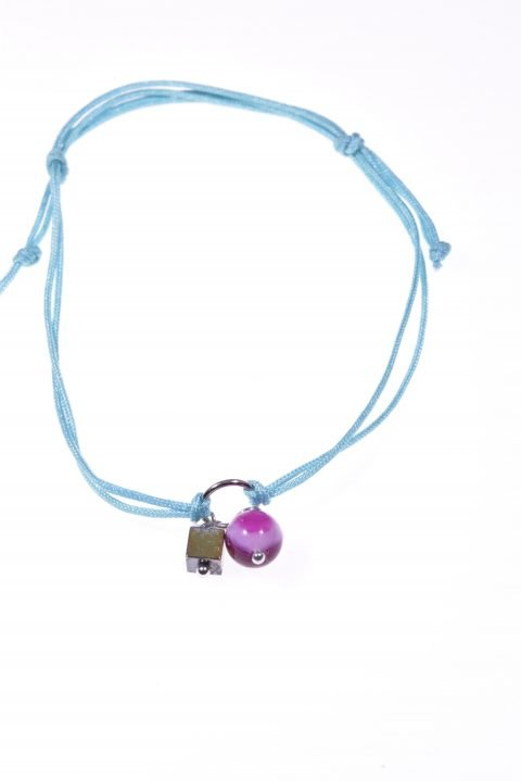Bracciale cordino azzurro, agata Bracciale con doppio cordino colore azzurro, centrale anellino argento con sfera agata fucsia e cubo ematite, estate S/S-19