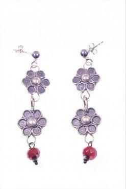 Orecchini argento, fiori e rubellite Linea: Shadow Orecchini pendenti 2 fiori in argento anticato e rondella sfaccettata di giada rubellite, dark jewels