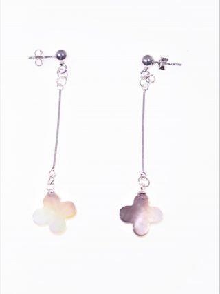 Orecchini pendenti rigidi madreperla fiore Orecchini pendenti con barretta in argento 925 rodiata, terminale: fiore in madreperla