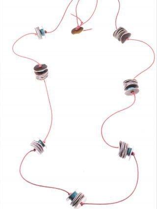 Collana cordino, turchese e madreperla Linea MillaLunga collana con cordino colore corallo, rondelle di turchese e dischi di madreperla.. minimal jewels
