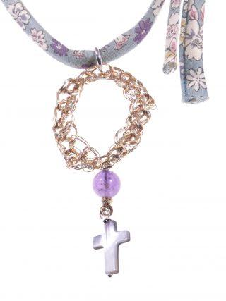 Collana floreale salvia, croce, Ametista Collana decoro floreale colore salvia, filo di rame lavorato con l'uncinetto, Croce madreperla, Ametista.