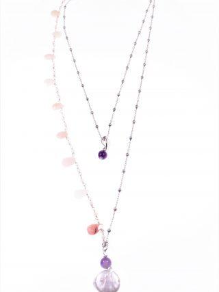 Collana rosario rosa, perla ametista Linea Collana due fili,rosario in argento, catenina argento gocce pietre rosa, centrale perla piatta e sfera ametista.