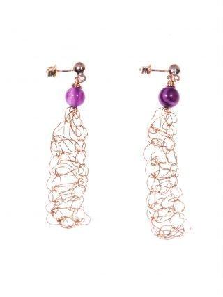 Orecchini uncinetto, lunghi, ametista, argento Orecchini pendenti in filo di rame lavorato con l'uncinetto, chiusura in argento placcato oro rosa, ametista.