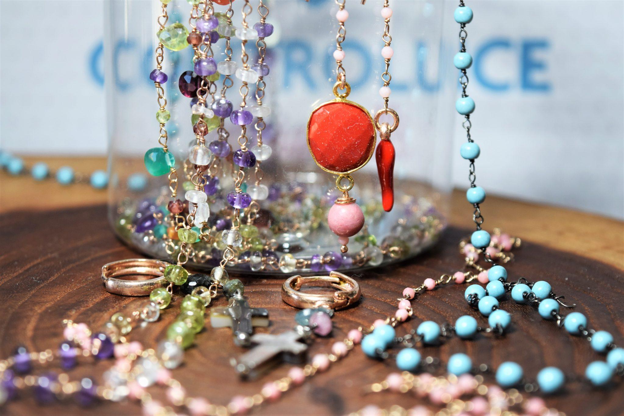 collane, bracciali e orecchini, rosari argento e pietre dure,