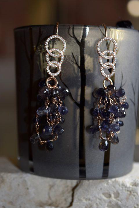 Orecchini pompeiana con cerchi in argento 925 galvanica oro rosa, zierconi bianchi,pendente iolite goccia lavorazione rosario