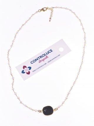 Girocollo rosario perle, spinello nero Girocollo catena a rosario in argento placcato oro, perle acqua dolce, spinello sfaccettato nero. pietre dell'amore.