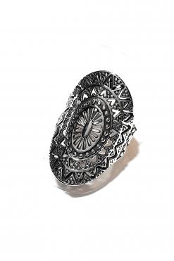 Anello fascia ovale argento lavorato